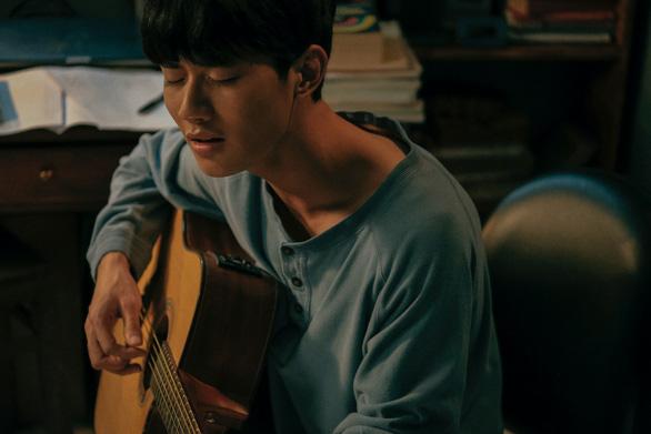 Diễn viên đóng vai Trịnh Công Sơn gây tranh luận vì không giống nhạc sĩ - Ảnh 4.