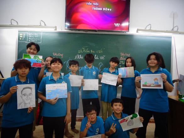 Học trò Sài Gòn vẽ miền Trung trong bài thi văn - Ảnh 1.
