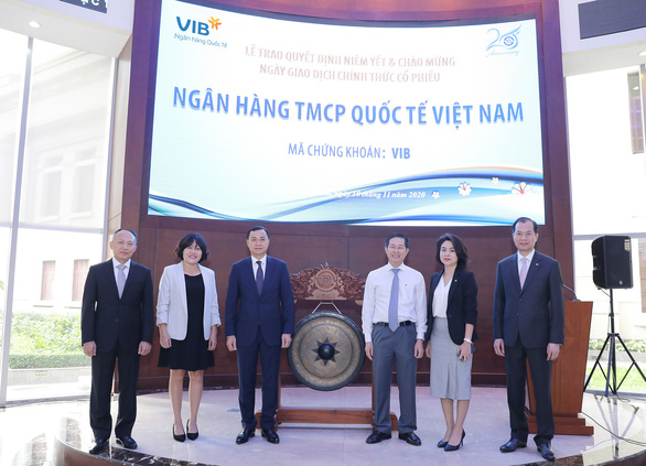 Gần 1 tỉ cổ phiếu VIB chính thức niêm yết trên sàn HoSE - Ảnh 2.