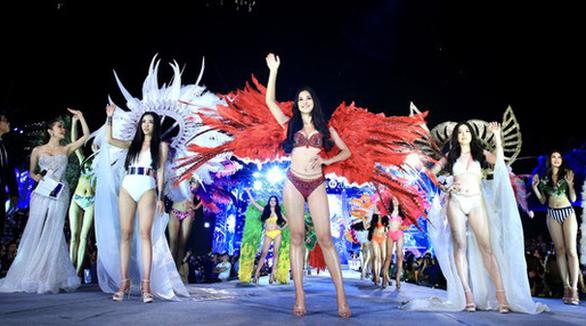 Hoa hậu Việt Nam 2020: Nóng bỏng đêm thi tìm kiếm Người đẹp biển - Ảnh 9.