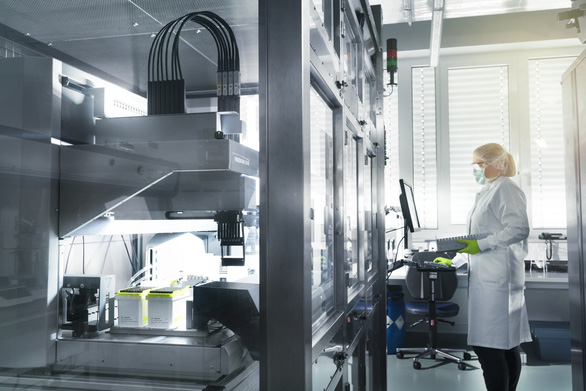 CEO Pfizer bán 5,6 triệu USD cổ phiếu trong ngày công bố hiệu quả vắc xin COVID-19 - Ảnh 2.