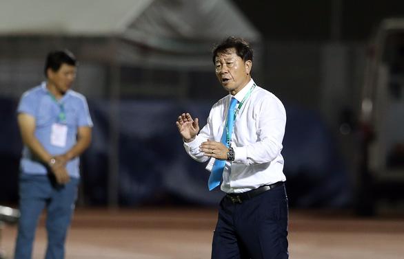 HLV Chung Hae Soung chia tay CLB TP.HCM - Ảnh 2.
