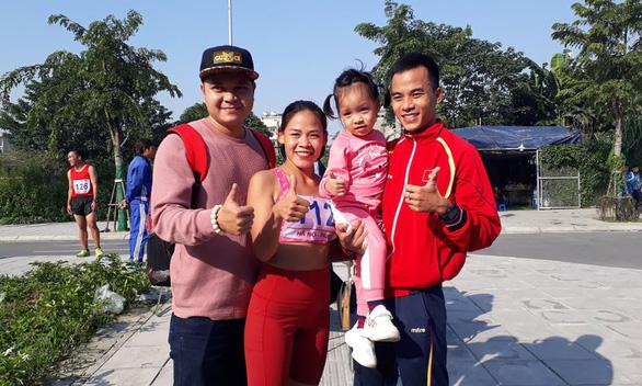 Hai chị em Thanh Phúc, Thành Ngưng vô địch đi bộ 20km - Ảnh 1.