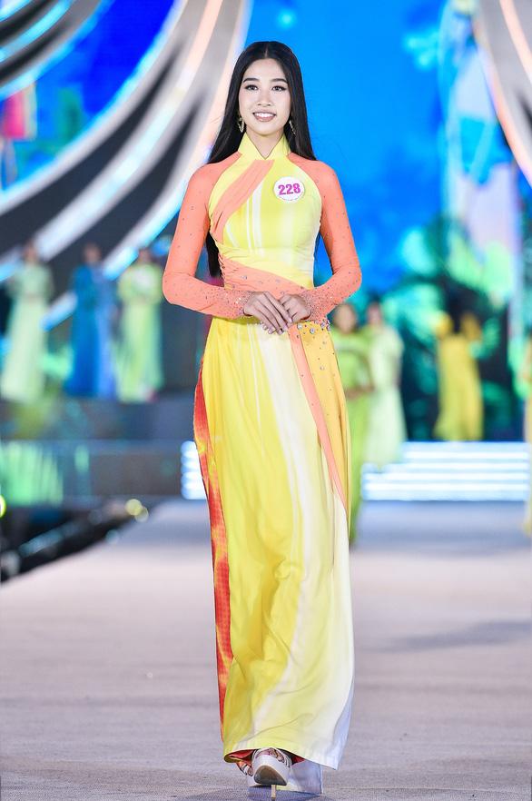 Hoa hậu Việt Nam 2020: Nóng bỏng đêm thi tìm kiếm Người đẹp biển - Ảnh 2.