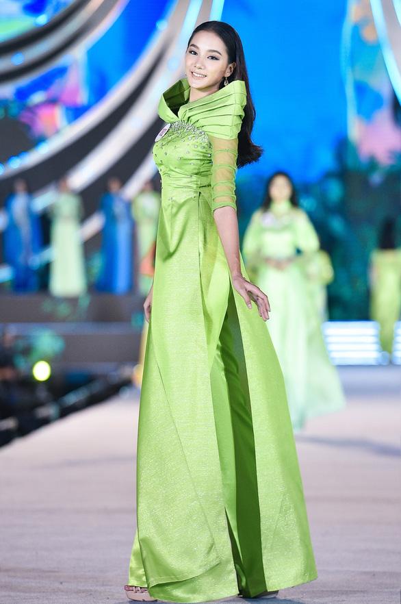 Hoa hậu Việt Nam 2020: Nóng bỏng đêm thi tìm kiếm Người đẹp biển - Ảnh 3.