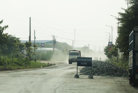 Nhiều tuyến đường miền Tây hư hỏng nặng sau mưa - Ảnh 4.