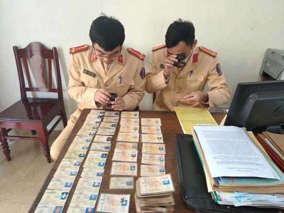 Phát hiện hơn 200 giấy phép lái xe giả tại một huyện vùng cao - Ảnh 1.