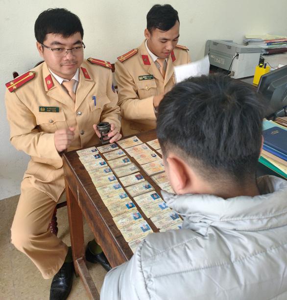 Phát hiện hơn 200 giấy phép lái xe giả tại một huyện vùng cao - Ảnh 2.