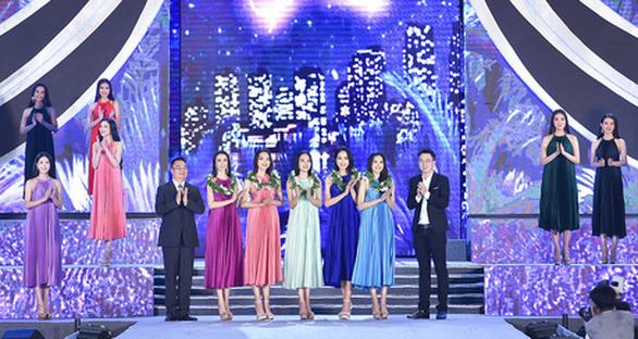 Hoa hậu Việt Nam 2020: Nóng bỏng đêm thi tìm kiếm Người đẹp biển - Ảnh 4.