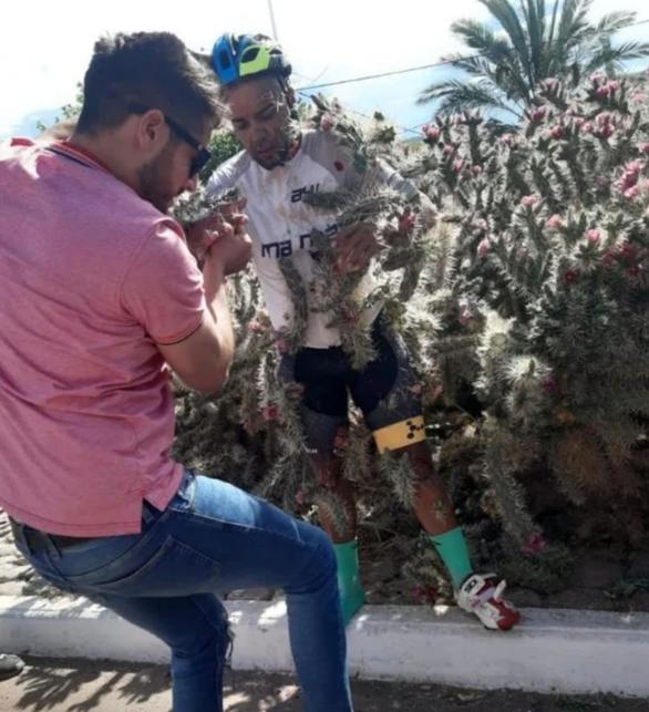 Video: Cú ngã nhớ đời của Diego Moreno - Ảnh 1.