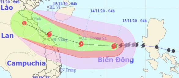 Sáng mai bão số 13 ngay trên biển Việt Nam, tâm bão gió giật cấp 15, sóng cao 10m - Ảnh 1.