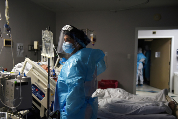 Mỹ mở lại nhà xác di động do 160.000 người nhiễm COVID-19 trong ngày - Ảnh 1.