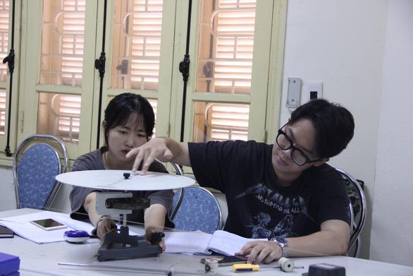 Thủ tướng Nguyễn Xuân Phúc: Ai không học là lùi - Ảnh 1.