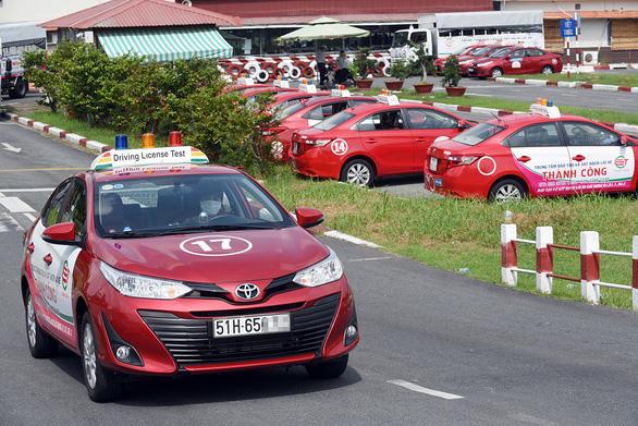Kiến nghị không chuyển việc quản lý đào tạo lái xe sang Bộ Công an - Ảnh 1.