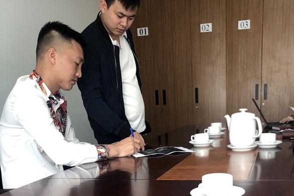 Huấn hoa hồng bị phạt 7,5 triệu đồng vì ghép video từ thiện miền Trung - Ảnh 1.