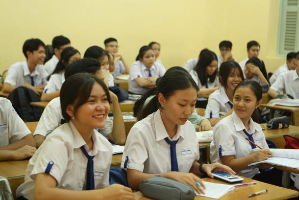 Bộ GD-ĐT đề nghị giữ nguyên mức học phí hiện hành ở tất cả các cấp học - Ảnh 1.