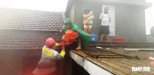 Thừa Thiên Huế cấm người dân ra khỏi nhà từ 18h tối 14-11 để tránh bão số 13 - Ảnh 1.