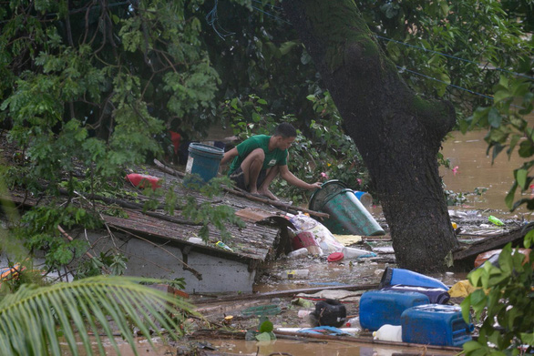 Bão Vamco quét qua Philippines, 26 người chết, lũ nhấn chìm hàng chục ngàn ngôi nhà - Ảnh 5.