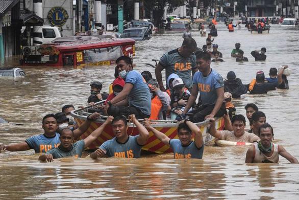 Bão Vamco quét qua Philippines, 26 người chết, lũ nhấn chìm hàng chục ngàn ngôi nhà - Ảnh 7.