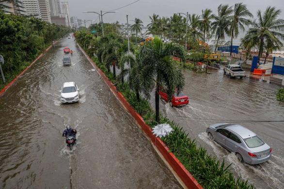 Bão Vamco quét qua Philippines, 26 người chết, lũ nhấn chìm hàng chục ngàn ngôi nhà - Ảnh 3.