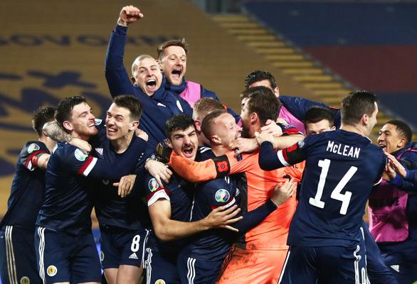 Đánh bại Serbia trên chấm luân lưu, Scotland giành vé dự VCK Euro sau 25 năm - Ảnh 1.