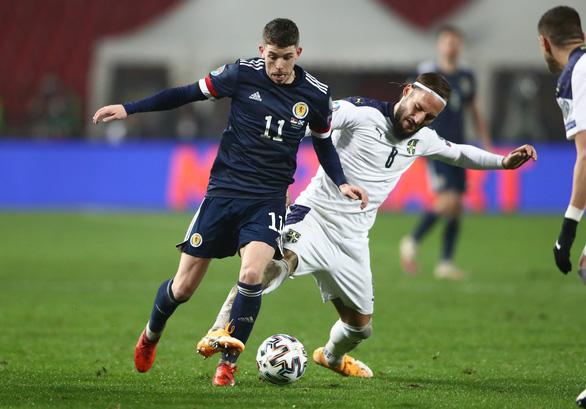 Đánh bại Serbia trên chấm luân lưu, Scotland giành vé dự VCK Euro sau 25 năm - Ảnh 2.