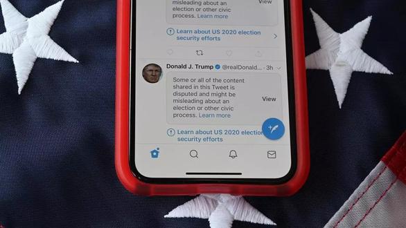 Twitter gắn nhãn cảnh báo một nửa bài đăng của ông Trump sau bầu cử 3-11 - Ảnh 1.