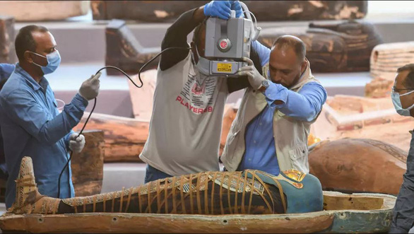 Ai Cập phát hiện 100 quan tài 2.500 tuổi, bên trong còn xác ướp - Ảnh 1.