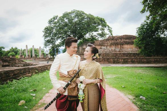 Cô dâu hoãn cưới để ra tranh cử chức chủ tịch tỉnh - Ảnh 1.