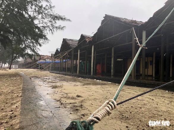 Làng biển Quảng Trị chưa đến giờ 'cấm' dân đã không ra đường - Ảnh 2.