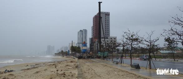Vì sao bão số 13 tăng thêm 2 cấp và suy yếu khi vào bờ? - Ảnh 14.