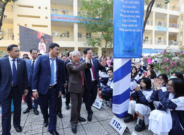 Tổng bí thư, Chủ tịch nước Nguyễn Phú Trọng về thăm trường cũ - Ảnh 3.