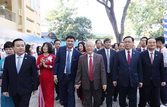 Tổng bí thư, Chủ tịch nước Nguyễn Phú Trọng về thăm trường cũ - Ảnh 1.
