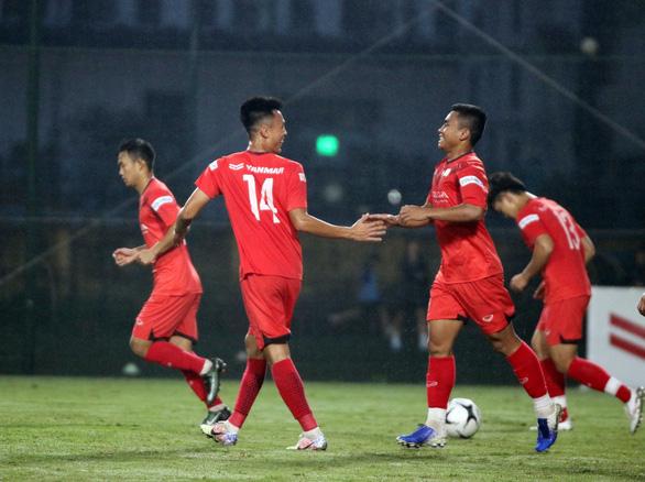 U22 Việt Nam thắng đậm U21 Nam Định 4-0, kết thúc đợt tập trung tháng 11 - Ảnh 1.