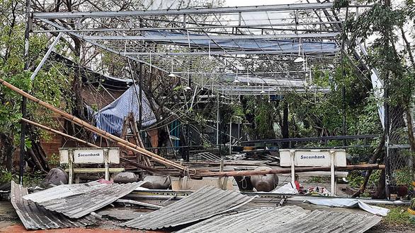 Cận cảnh sóng bão đánh vỡ tan hoang đường ở Đà Nẵng - Ảnh 4.