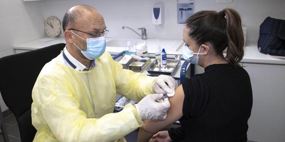 Ở xứ cha đẻ vắcxin, dân lại không thích chủng ngừa COVID-19 - Ảnh 2.