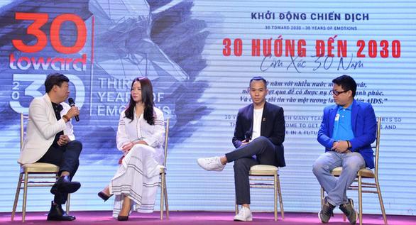 H'Hen Niê, Hồng Ánh đồng hành cùng người sống chung HIV/AIDS - Ảnh 1.
