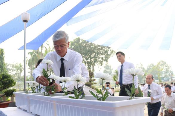 TP.HCM: Hàng trăm người tưởng niệm nạn nhân tai nạn giao thông - Ảnh 1.