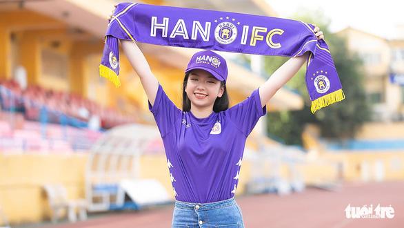 Bán áo đấu chính hãng ở Việt Nam: Nhà tài trợ thua trắng - Ảnh 1.