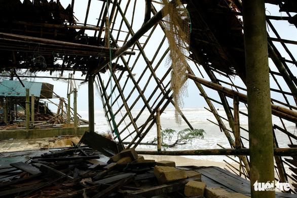 Sạt lở hàng chục kilômet dọc biển Quảng Trị sau bão Vamco - Ảnh 13.