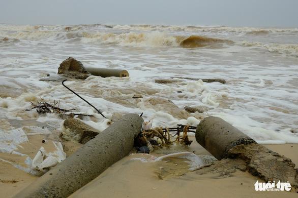 Sạt lở hàng chục kilômet dọc biển Quảng Trị sau bão Vamco - Ảnh 4.