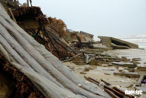 Sạt lở hàng chục kilômet dọc biển Quảng Trị sau bão Vamco - Ảnh 5.