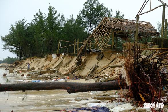 Sạt lở hàng chục kilômet dọc biển Quảng Trị sau bão Vamco - Ảnh 6.