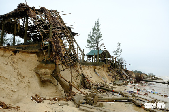 Sạt lở hàng chục kilômet dọc biển Quảng Trị sau bão Vamco - Ảnh 8.