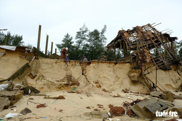 Sạt lở hàng chục kilômet dọc biển Quảng Trị sau bão Vamco - Ảnh 7.