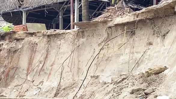 Sóng lớn nuốt chửng bờ biển An Bàng, hàng loạt nhà hàng bị sụt lún, đổ vùi - Ảnh 5.