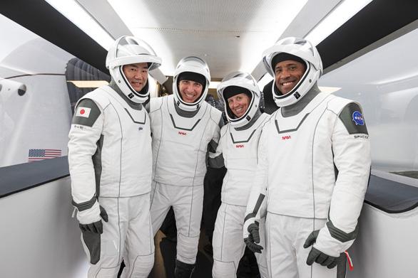 Thừa thắng xông lên, sáng mai SpaceX đưa 4 nhà du hành lên ISS - Ảnh 1.