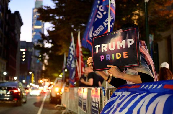 Bên ông Trump bỏ nhiều nội dung khiếu kiện ở bang Pennsylvania - Ảnh 1.