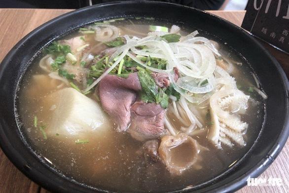 Ăn Pho Sai Gon ở Hong Kong, càng nao nao nhớ phở Sài Gòn - Ảnh 1.