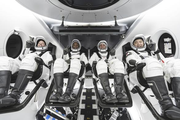 Rồng của SpaceX đã bay vào không gian - Ảnh 1.